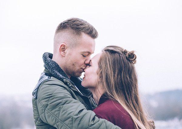 Pourquoi il ne m'embrasse pas alors que nous nous voyons régulièrement ?