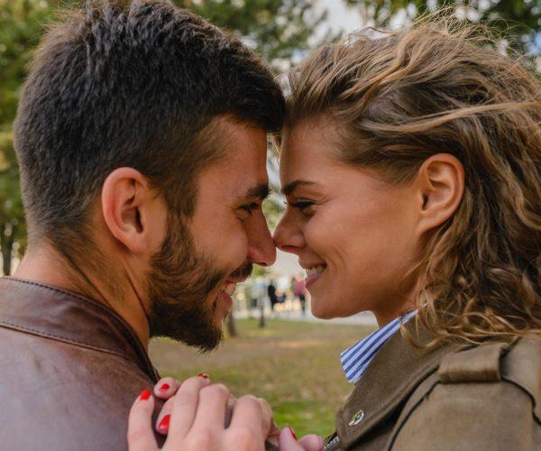 Les défis de la relation introvertie-extravertie (et comment y faire face)