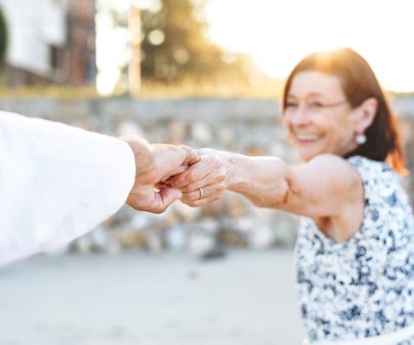 Plus de 50 ans, célibataire et rencontre – Ce que vous devez savoir
